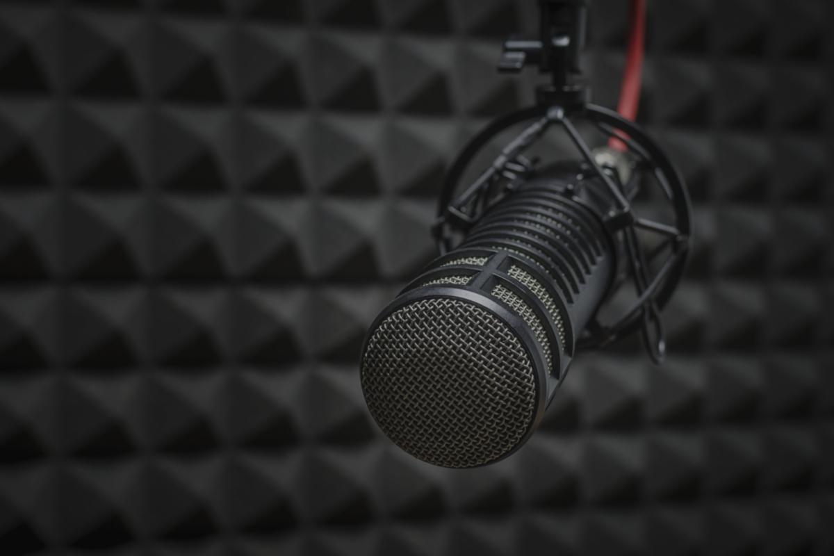 https://music-club.bold-themes.com/main-demo/wp-content/uploads/sites/3/2017/05/studio_service_02.jpg