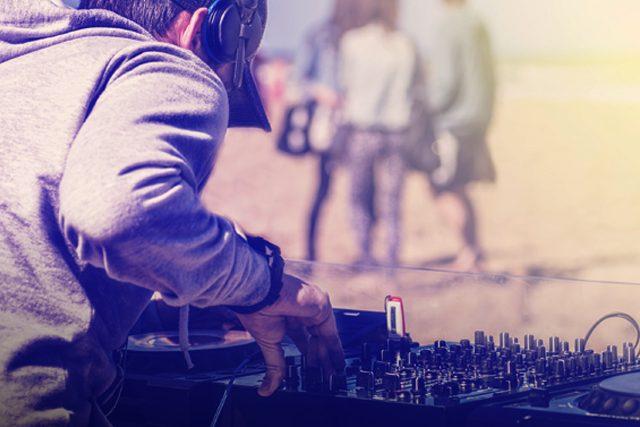 https://music-club.bold-themes.com/main-demo/wp-content/uploads/sites/3/2017/06/inner_fest_event_01-640x427.jpg